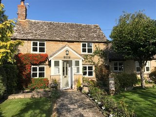 Sunnyside Cottage - SUNNYSIDE COTTAGE, romantic, with open fire in Bampton, Ref