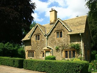 The Lodge, Notgrove - THE LODGE, NOTGROVE, pet friendly in Bourton-On-The-Water,