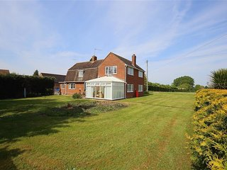 FIELD FARM, 3 bedrooms and perfect for friends and families, Wickhamford