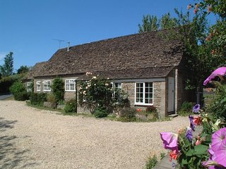 STABLE COTTAGE, Little Somerford H133