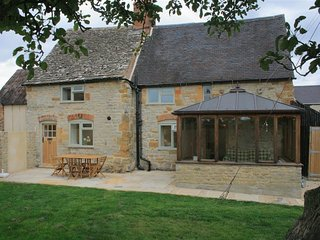 Manor Cottage - MANOR COTTAGE, pet friendly in Chipping Campden, Ref 988713