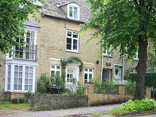 Hare House - HARE HOUSE, pet friendly in Chipping Norton, Ref 988676