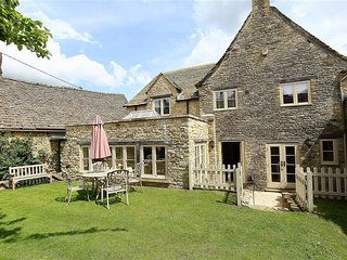 COACH HOUSE BURFORD, Pet-friendly, WiFi, Spacious rooms, Burford