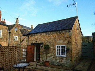 The Bolt Hole - THE BOLT HOLE, pet friendly, with a garden in Broadway, Ref 9889