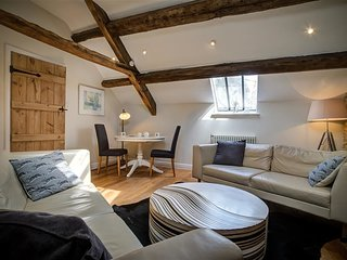 Hayloft - HAYLOFT, romantic, with a garden in Bourton-On-The-Water, Ref 988750