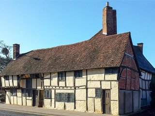 One, Masons' Court - ONE, MASONS' COURT, pet friendly in Stratford-Upon-Avon, Re