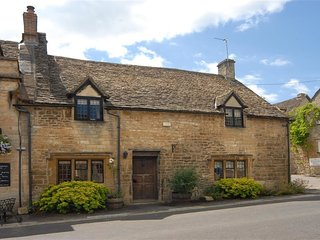 Bull Cottage - BULL COTTAGE, family friendly, with open fire in Burford, Ref 988