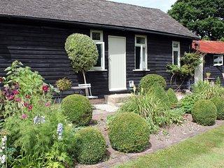 The Summer House - THE SUMMER HOUSE, romantic in Billingshurst, Ref 988882