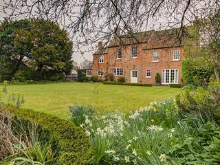 THE OLD VICARAGE, 4 bedrooms and perfect for friends and families, West Hanney