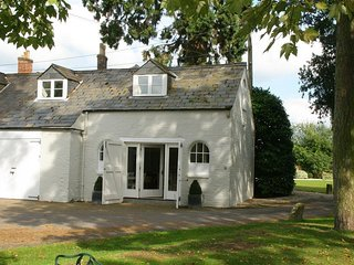 Comedy Cottage - COMEDY COTTAGE, pet friendly, with a garden in Malmesbury, Ref