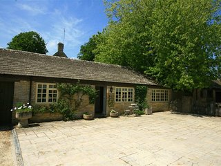 Foxhill Farm Barn - FOXHILL FARM BARN, with a garden in Bourton-On-The-Water, Re