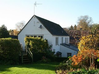 KETTLE COTTAGE, 2 bedrooms and perfect for two couples, Chipping Campden
