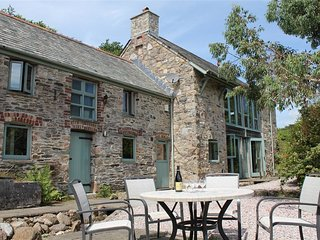 QUITHER BARN, 4 bedrooms and hot tub, Ivybridge
