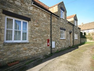 Wren's Cottage - WREN'S COTTAGE, family friendly in Biddestone Village, Ref 9887