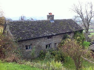 Llangain Farmhouse - LLANGAIN FARMHOUSE, pet friendly in Hay-On-Wye, Ref 988859