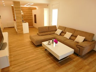 Holiday rental modern 3 bedroom apartment in the center of Roses, Costa Brava