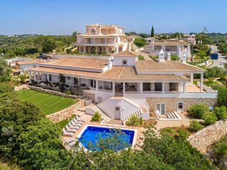 Villa Marlena - Near Ferragudo and walking distance to the beach. Heated pool