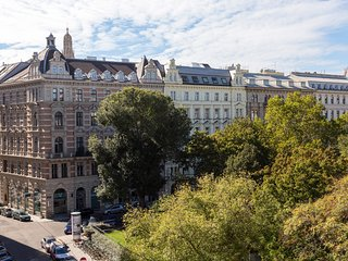 CENTRAL LOCATION 1 BED APARTMENT 'RUDOLFPLATZ'