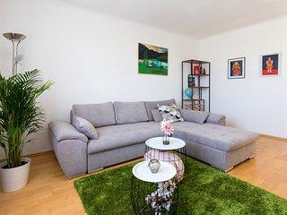 Prime location 1 bed apartment 'Rudolfplatz'