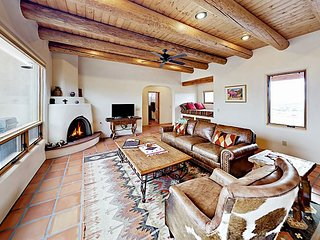 Mariposa Ranch 3BR w/ Hot Tub & Panoramic Mountain Vistas