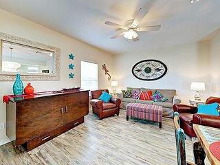 Lagoon & Kiddie Pool! 2BR Nemo Cay Resort, Minutes to Beach & Schlitterbahn