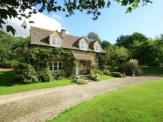 ORCHARD COTTAGE, 3 bedrooms and perfect for friends and families, Buckland