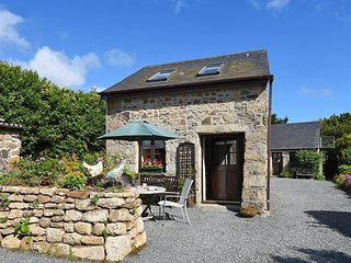 LITTLE BARN, one double bedroom and secluded property, Ludgvan