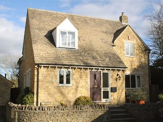 Troutbeck Cottage - TROUTBECK COTTAGE, pet friendly in Stow-On-The-Wold, Ref 988