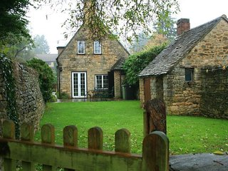 Campden Cottage - CAMPDEN COTTAGE, with a garden in Chipping Campden, Ref 988657