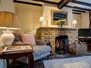 Molly's Cottage - MOLLY'S COTTAGE, pet friendly in Chipping Campden, Ref 988627