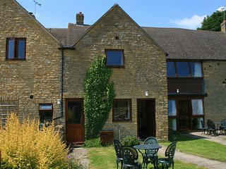 Evenlode Cottage - EVENLODE COTTAGE, pet friendly in Chipping Norton, Ref 988808