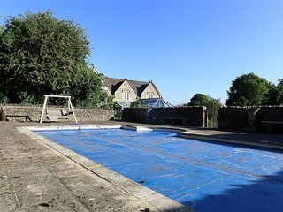The Malt House - THE MALT HOUSE, pet friendly, with pool in Burford, Ref 988771