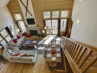 Down Town Winter Park Luxury Cabin - FREE Activities/Great Views/Hot Tub/Wifi