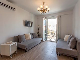 RENOVATED APARTMENT OF THREE BEDROOMS AND BALCONY AT THE BEACH OF VALENCIA