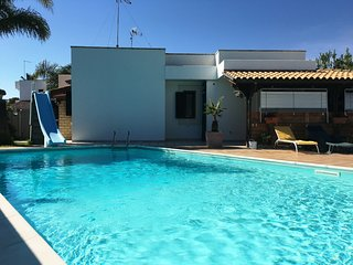 Villa con Piscina privata e giardino 3 camere 2 bagni a Torre dell'Orso