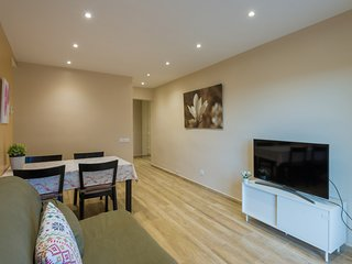 *LA RAMBLA & PLACA CATALUNYA TO 10 SUBWAY STOPS, LIFT, QUIET, BALCONY, METRO L5*