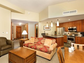 Beautiful new 1 bedroom Capitol Peak unit in Base Village.  Ski-in/out!