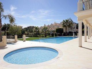 3 bedroom Villa in Quinta do Lago, Faro, Portugal - 5621091