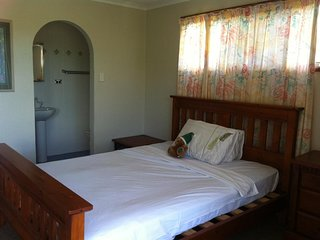 Airlie Coral - Bedroom 2