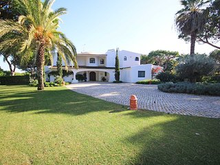 6 bedroom Villa in Quinta do Lago, Faro, Portugal : ref 5621110