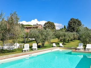 House with private pool & garden, air conditioning at 6km from Lucignano.