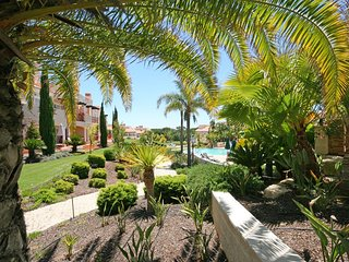 Vilamoura Apartment Sleeps 4 with Pool and Air Con - 5620893