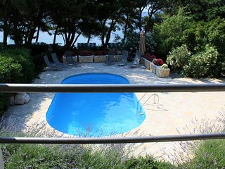 Villa Seashell – Luxury seafront villa with heated swimming pool in Bol, Brac