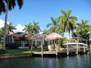 Beautiful 4 bedroom villa. Walking distance to Yacht Club Beach, boat included