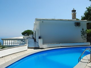 4 bedroom Villa with Pool, Air Con, WiFi and Walk to Shops - 5218103