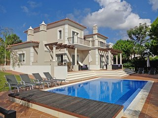 4 bedroom Villa in Vale do Garrao, Faro, Portugal : ref 5620859