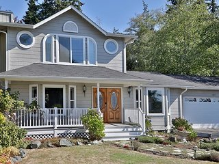 1840 square foot, lovely, light-filled home on Whidbey Island (3 bed, 2 bath)