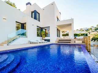 3 bedroom Villa with Pool, Air Con and WiFi - 5679560