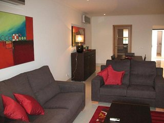 Vilamoura Apartment Sleeps 6 with Pool and Air Con - 5620894