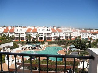 Vilamoura Apartment Sleeps 4 with Pool and Air Con - 5620932